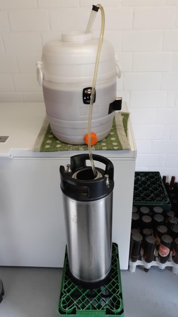 Bier wird zum karbonisieren abgefüllt